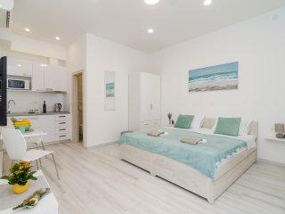 Apartment Rafaello - Studio Apartment with Patio and City View