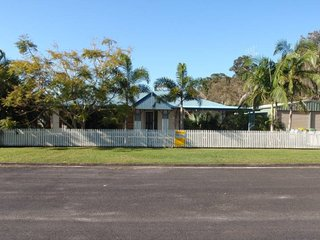 19 Mallett St Tin Can Bay