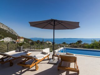 Holiday home Oscar Makarska w/ pool, sea & mountain view