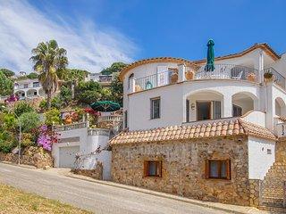 Villa Laetitia avec appartement aditionelle, 350m de la plage,jolie jardin,calme