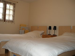 Les Crecerelles  Twin Room, vacation rental in Montayral