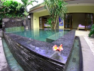NEW! 3BR VILLA WITH PRIVATE POOL! FREE WIFI!, Kuta