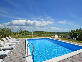 Buje Holiday Home Sleeps 12 with Pool Air Con and Free WiFi