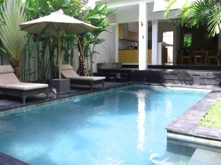 NEW! GREAT LOCATION W/ PRIVATE POOL AND FAST WIFI!, Kuta