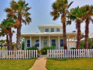 Newly Remodeled 3BR Home, Walk to Beach, Community Pool
