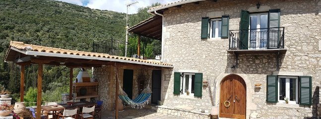 Traditional villa with great panoramic view and absolute quietness and privacy