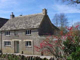 Maisey Cottage, Kencot, a cosy holiday retreat in the Cotswolds