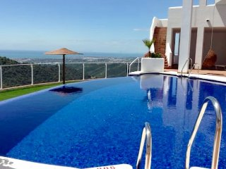 Beautiful Semi-detached house on the mountains with amazing views of the coast
