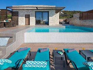 Cronos Luxury Seaview Villa, Kokkino Chorio Chania