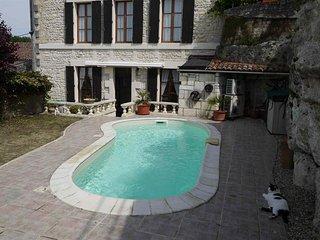 Belle maison de 140 m² avec piscine au cœur du village de Saint Savinien