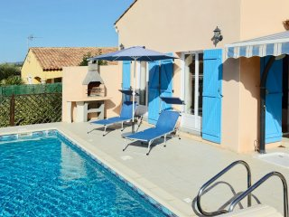 Pezenas Villa. Bedroom AirCon, Easy Walk to Town, Low Chlorine Private Pool.
