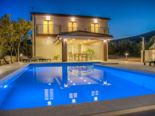BRAND NEW Intimate Villa with Pool in Forest 3km from Sea