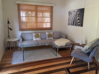A Sunday Cottage - Classic Byron cottage close to the heart of Byron