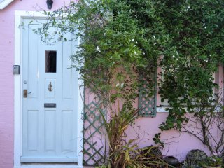 Elm Cottage, Bembridge, IOW - Sleeps 6, OSP, close to beach and village