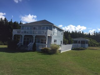 Beach House next to PEI National Park, Amazing Beaches! Kayaks Included!