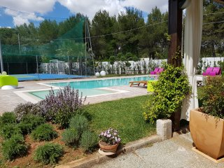 Salento elegante e luminosa  Villa con 6+2 posti, pool, tennis, wi fi, a/c,PS4