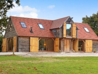 The Granary- Stunning family friendly Barn, in the tranquil Kent countryside