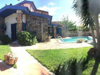 Meravigliosa villa con piscina privata, 3 stanze 1 bagno per 6 persone .
