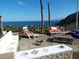 Villa Silvia con WiFi - Godi del  silenzio tra cielo.....mare e natura...