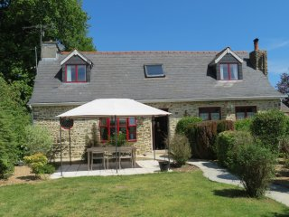 Charming rural cottage with shared pool and spa 45 kms from Rennes, Forges-la-Foret