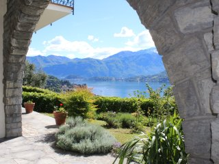 Casa Hazel, Overview on Lake Como