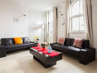 Two bedroom flat at near to Liverpool Street. and Brick Lane up to 8 guest., Londres