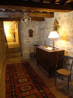Casale Maggi, corridoio di passaggio piano terra primo piano