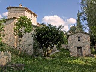 UMBRIA, Agriturismo Casale Maggi nella valle del Menotre, vicino Foligno
