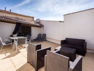 2 bedroom House in Marseillan Ville centre, large roof terrace, free wifi