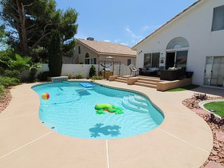 3 bed/3bath home in Henderson/Green Valley  w/private pool!