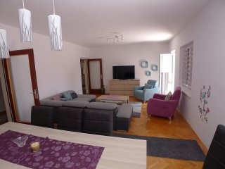 Modern holiday house for 9 persons in Pjescana uvala