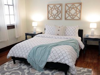 2BR in Warehouse District HEART OF NOLA