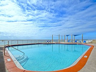 16th Flr Sunrise Beach Awesome 2.5 bedroom 2 bath! Sleeps 8!