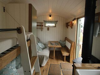 Glamping Hut in stunning location with Hot Tub