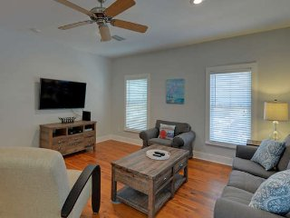 Cozy SEASIDE beach cottage 3Bed 3Bath 4 min walk to beach 1King 2Queen from $115, Seagrove Beach
