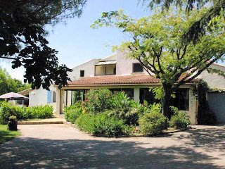 Large villa in South France for rent with pool, 6 bedrooms