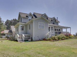 Victorian-style farmhouse w/ deck, private hot tub & ocean view - walk to beach!