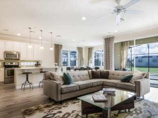 Luxury 5 bedroom suites just 10 minutes from Disne, Kissimmee