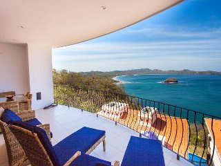 2-Bedroom Condo with Amazing Ocean Views