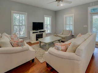 3Bed 3Bath cottage near SEASIDE, FL 4 min walk to beach 1King 1Queen from $115, Seagrove Beach