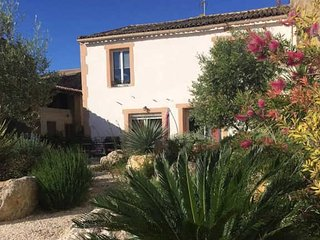 Beautiful holiday home in South France to rent with pool sleeps 8, Alignan-du-Vent
