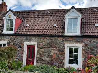 2 bedroom period cottage, in charming seaside village