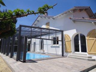 maison 12 pers ,piscine chauffée intérieure, 2km mer 3km grande plage Biarritz, Anglet