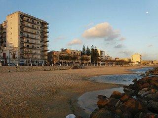 Ampio alloggio nuovo ed arredato vicino al mare e al centro storico