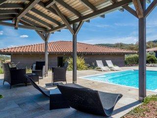 """Villa avec piscine """" les figuiers"""""""