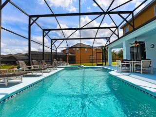 NEW 7BR 4.5Bath WATERSONG pool, spa, awesome game room, themed rooms from $185nt