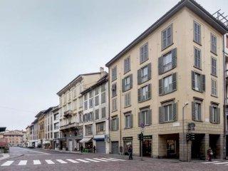 Bergamo center (P.za Pontida) in HISTORIC BUILDING
