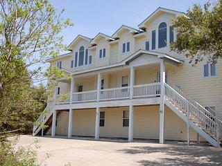10 Bedroom Estate, 3 min walk to Beach, Movie Theatre Room, Heated Pool, Hot Tub, Corolla