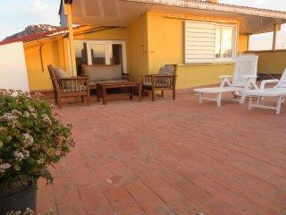 Apartamento con gran terraza privada WIFI Vistas a Bahía de Roses y las montañas