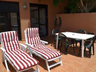 Apartamento con terraza grande, piscina y aparcamiento